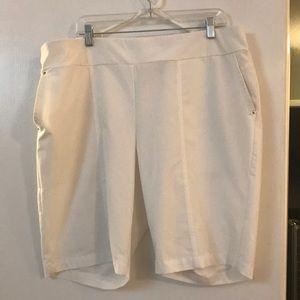 Chicos White Bermuda Shorts (chicos sz 3.5)